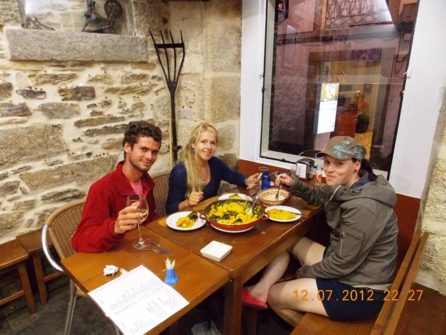 Degustando uma bela refeição com Sabrina após a chegada.