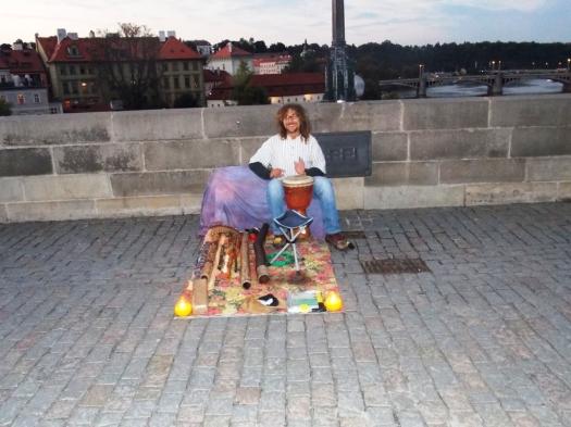 Playing on Charles Bridge! Tocando na Ponte Carlos