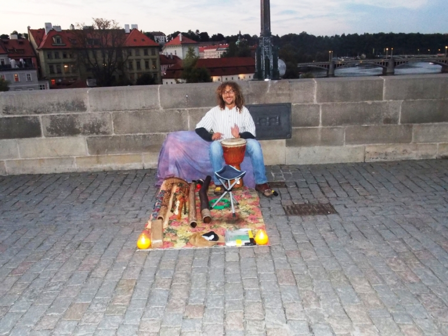 Playing on Charles Bridge! Tocando na Ponte Carlos