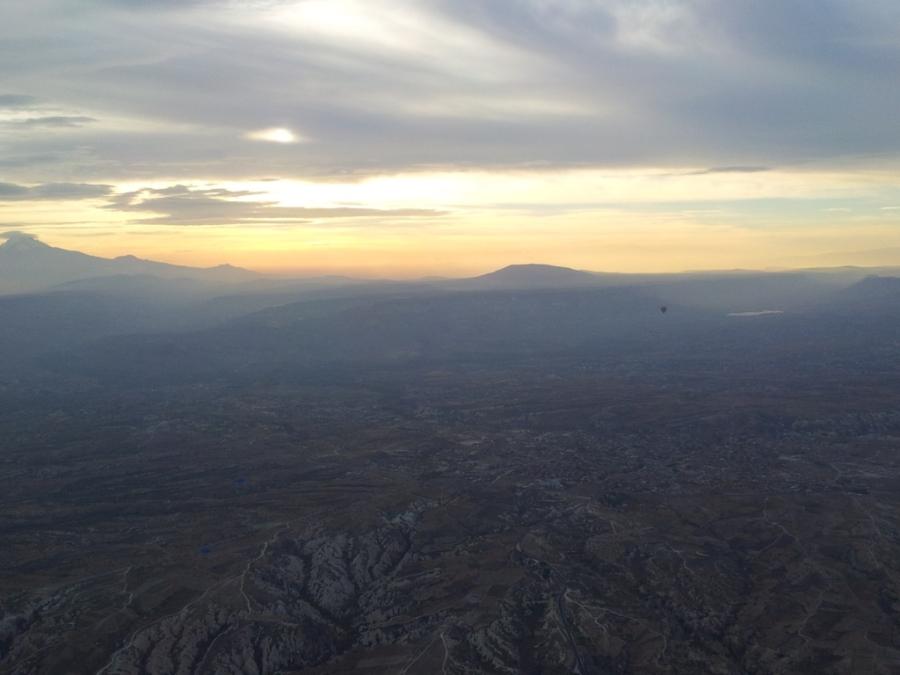 Montanhas ao fundo na Capadócia