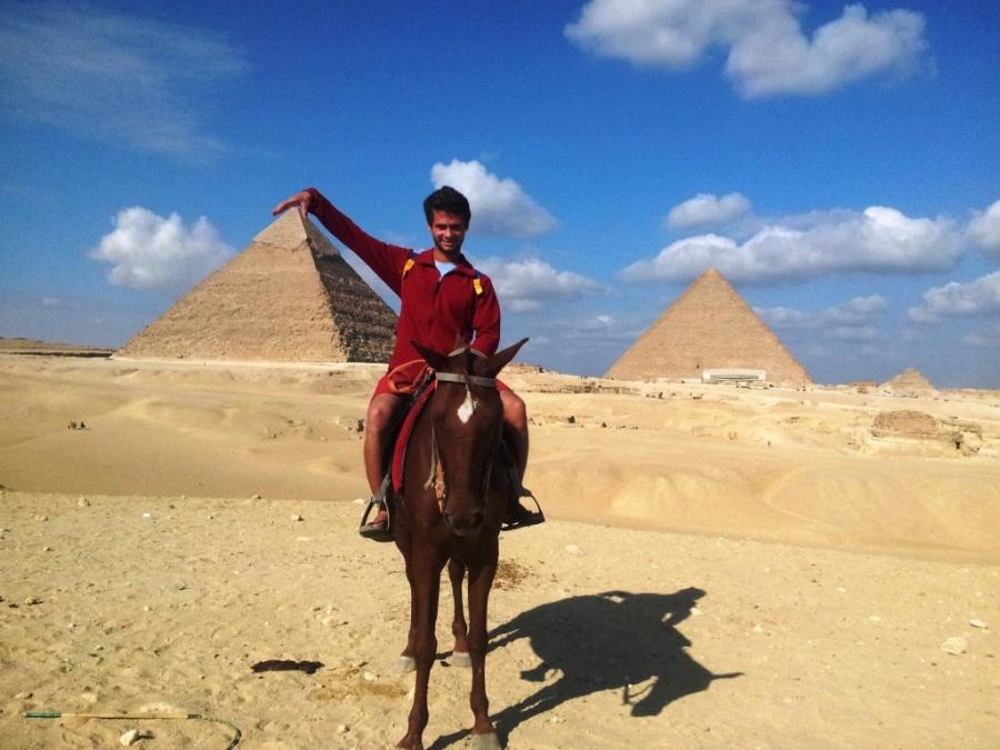 De cavalo pelas pirâmides