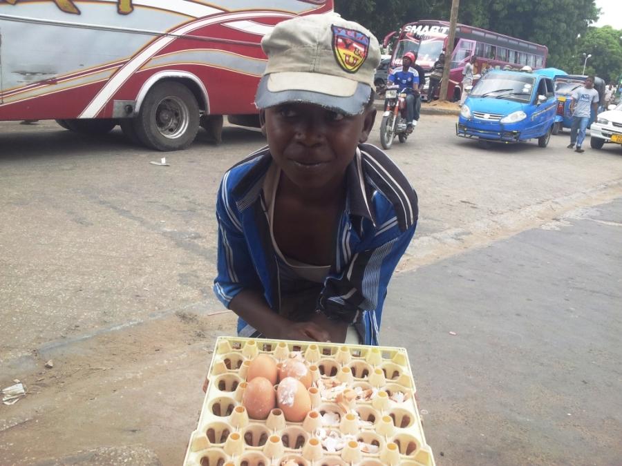 Vai um ovo com sal? A salted egg?