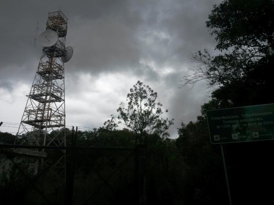Torre da Embratel e a tempestade se formando