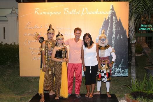 Rama, Devi, Rama, Devi e Hanuman. Ramayana Ballet.