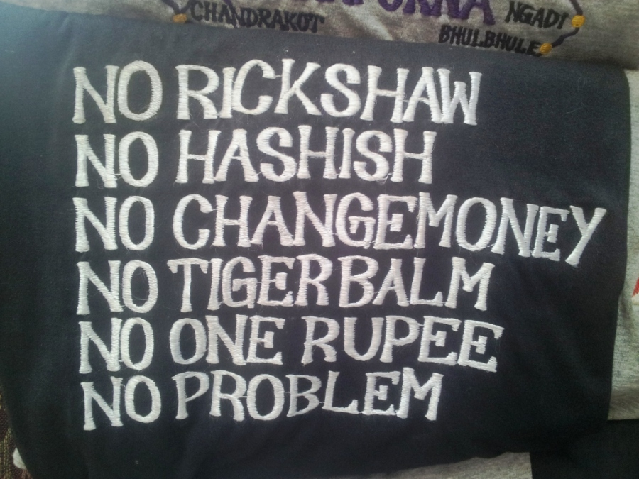 Tudo que você precisa na Índia é dessa camiseta!